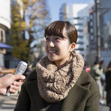 Personne interviewée dans la rue